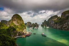 Красивый залив Ha длинный в Вьетнаме стоковое фото rf
