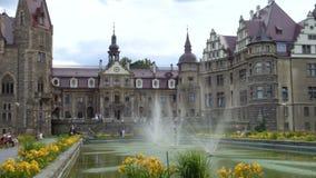 Красивый замок Moszna Zamek на Польше видеоматериал
