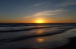 Красивый запачканный заход солнца моря Стоковые Изображения RF