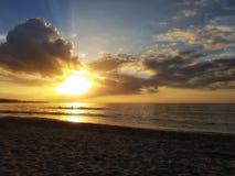 Красивый заход солнца в карибском море Стоковое Изображение