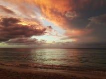 Красивый заход солнца в карибском море Стоковое Изображение RF