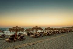 Красивый заход солнца в тропическом пляже Стоковые Изображения RF