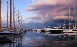 Красивый заход солнца в St Tropez стоковые фото