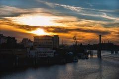 Красивый заход солнца города стоковая фотография