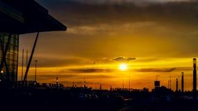 Красивый заход солнца над большим городом Стоковое Изображение