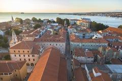 Красивый заход солнца над старым городком Zadar Стоковые Фото