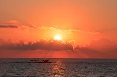 Красивый заход солнца на Атлантическом океане, Viana do Castelo, Португалия Стоковое Изображение RF