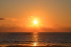 Красивый заход солнца на Атлантическом океане, Viana do Castelo, Португалия Стоковое Фото