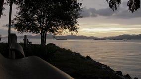 Красивый заход солнца на малайзийском пляже сток-видео