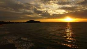Красивый заход солнца на море стоковое фото rf