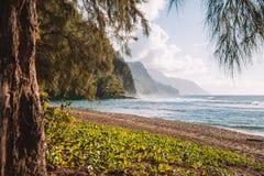 Красивый заход солнца на пляже на острове рая Стоковая Фотография