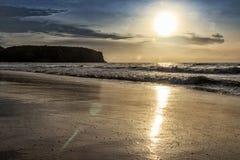 Красивый заход солнца на пляже Cabo Ledo anisette вышесказанного стоковое фото