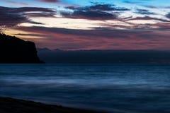 Красивый заход солнца на пляже Cabo Ledo anisette вышесказанного стоковые фото