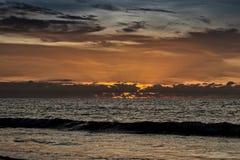Красивый заход солнца на пляже Cabo Ledo anisette вышесказанного стоковое изображение rf