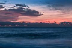 Красивый заход солнца на пляже Cabo Ledo anisette вышесказанного стоковое изображение