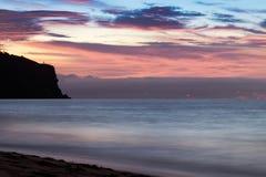 Красивый заход солнца на пляже Cabo Ledo anisette вышесказанного стоковые фотографии rf