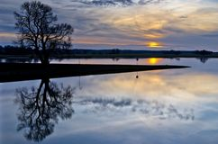 Красивый заход солнца на реке Эльбе стоковая фотография