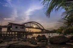 Красивый заход солнца около реки Малайзии Kedah где полностью рыболов в реальном маштабе времени стоковое изображение rf