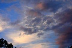 Красивый заход солнца после обеда стоковое изображение rf