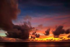 Красивый заход солнца в Мальдивах Стоковое Изображение