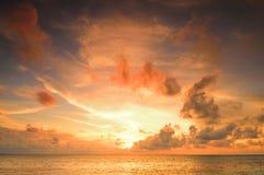 Красивый заход солнца в Мальдивах Стоковая Фотография