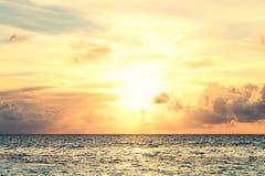 Красивый заход солнца в Мальдивах Стоковые Фото