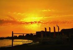 красивый заход солнца в небе предпосылок цвета пляжа оранжевом Стоковая Фотография