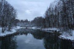 Красивый заход солнца в Швеции в зиме Стоковые Изображения