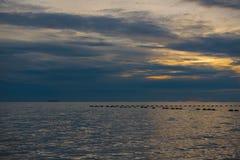 Красивый заход солнца и небо моря, совершенное небо и вода Стоковое фото RF