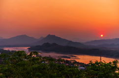 Красивый заход солнца над озером в prabang Luang, Лаосе Стоковая Фотография RF