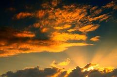 Красивый заход солнца на пасмурный день Стоковая Фотография