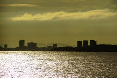 Красивый заход солнца на предпосылке Chao Рекы Phraya Стоковые Фото