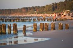 Красивый заход солнца на прибалтийском пляже в Польше Стоковые Фотографии RF
