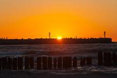 Красивый заход солнца на прибалтийском пляже в Польше стоковая фотография rf