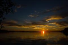 Красивый заход солнца на пруде Стоковое Фото