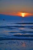 Красивый заход солнца на пляже Vlissingen, Нидерландах Стоковое Фото