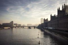 Красивый заход солнца над рекой Темзой в Лондоне Стоковое Изображение