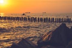 Красивый заход солнца на Чёрном море Заход солнца моря золота Poti, Georgia Стоковая Фотография