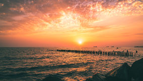 Красивый заход солнца на Чёрном море Заход солнца моря золота Poti, Georgia Стоковая Фотография RF