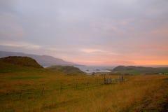 Красивый заход солнца на fiord Исландии Hvalfjordur Стоковые Фотографии RF