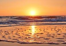 Красивый заход солнца предпосылки на море Стоковая Фотография RF