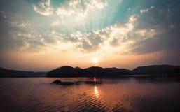 Красивый заход солнца реки Стоковые Фотографии RF