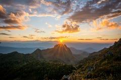 Красивый заход солнца na górze пика Стоковое Изображение RF
