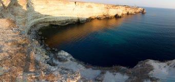 Красивый залив моря с ярким открытым морем стоковое изображение rf