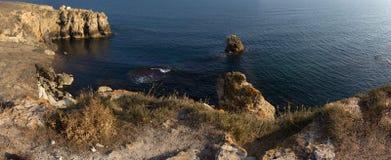 Красивый залив моря с ярким открытым морем стоковая фотография rf