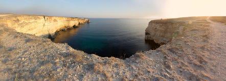 Красивый залив моря с яркой панорамой открытого моря стоковые фото