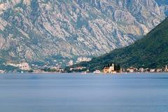 Красивый залив Kotor ландшафта, Boka Kotorska, Черногория, Европа Стоковые Изображения RF