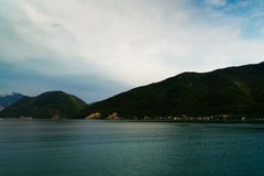 Красивый залив Kotor ландшафта, Boka Kotorska, Черногория, Европа Стоковые Фото