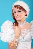 Красивый имбирь в платье ферзя снега стоковое изображение