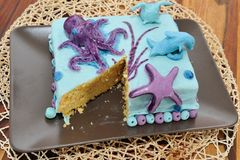 Красивый именниный пирог в украшении подводной лодки Стоковое Изображение